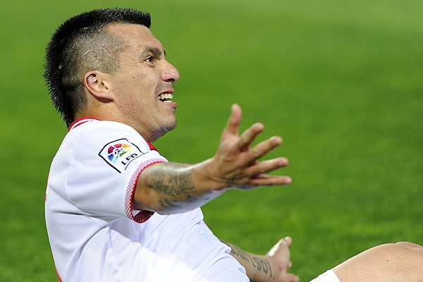 Gol a gol de los futbolistas chilenos por Europa: Juegan Medel y Bravo