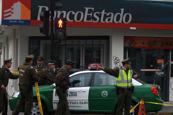 Guardia herido a bala en sucursal de BancoEstado evoluciona 'favorablemente'