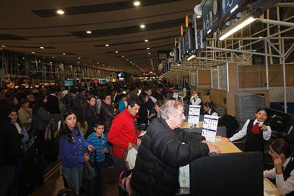 Pasajeros advierten que acudir�n a Sernac tras suspensi�n de vuelos LAN a Argentina