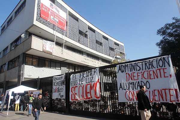 Pese a que entregaron el recinto, alumnos del I. Nacional realizan nueva votaci�n para decidir toma
