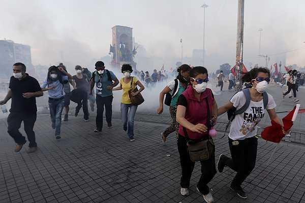 Turqu�a impone multas a cuatro canales de TV que m�s informan sobre las protestas