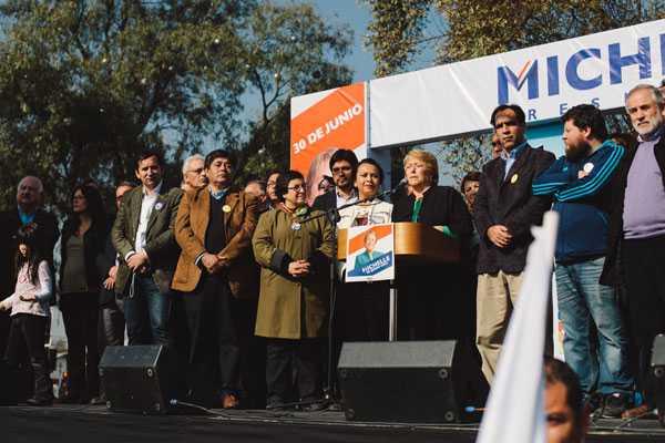Camila Vallejo participa en acto de campa�a de Bachelet