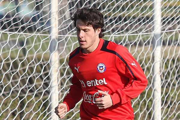Finalmente Henr�quez ser� titular y Cuevas ir� de lateral izquierdo en debut de Chile en Turqu�a