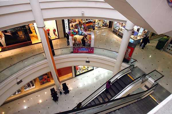 Hombre fallece tras caer desde un tercer piso en mall capitalino