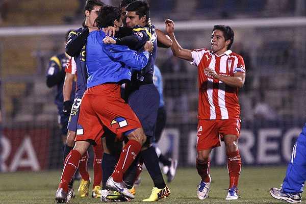 La UC venci� a Uni�n por Copa Chile en duelo que cerr� con incidentes