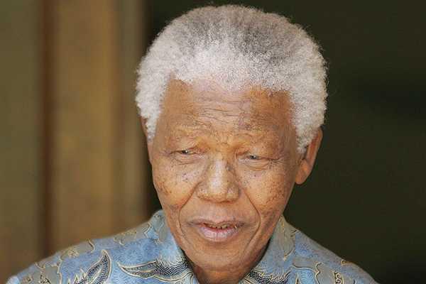 Esposa de Mandela dice que su marido 'siente a veces dolor' pero 'est� bien'