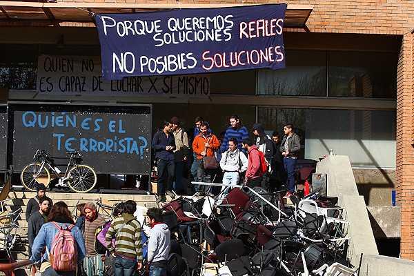 Autoridades de U. Central exigen que alumnos depongan huelga de hambre para dialogar