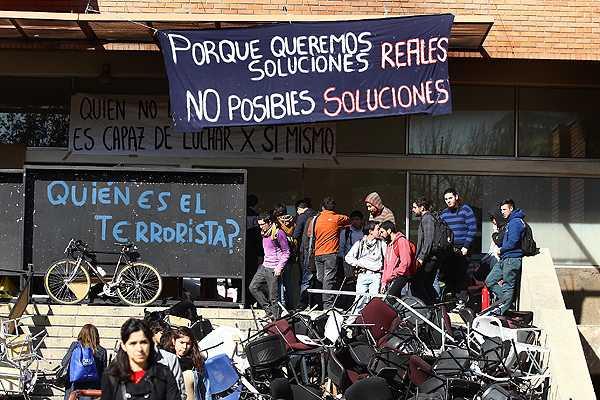 Estudiantes de la U. Central radicalizan movilizaci�n: Cuatro alumnos inician huelga de hambre