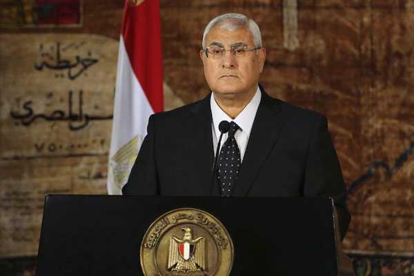 Presidente interino de Egipto se re�ne con responsables pol�ticos y militares