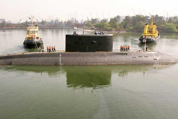 Autoridades confirman muertes de marinos luego de explosión en submarino en India