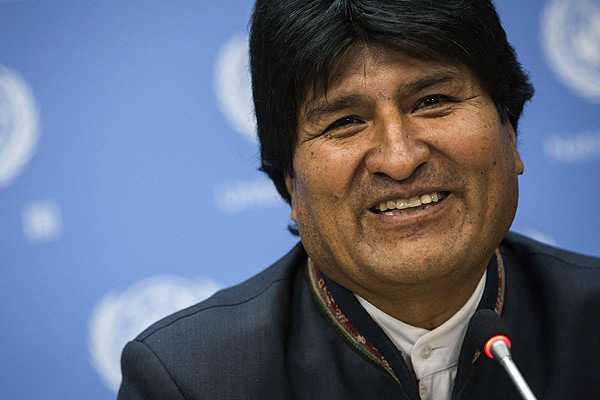 Gobierno boliviano invierte un millón de dólares en vehículos para Evo Morales