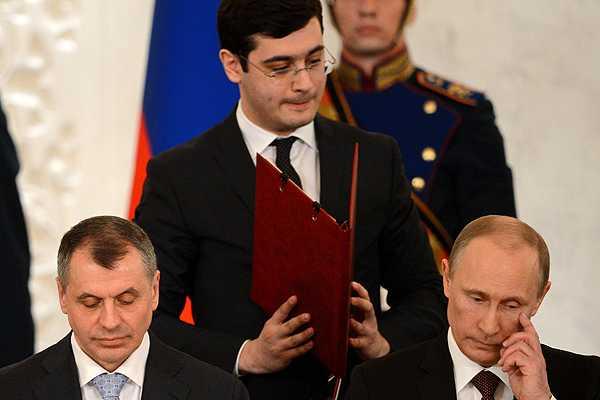 Vladimir Putin firma tratado y oficializa 'anexión express' de Crimea a Rusia