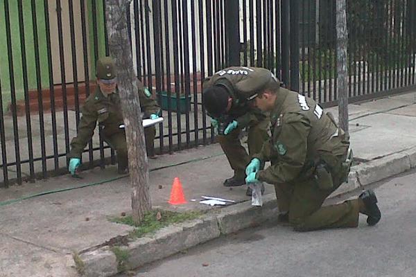 Los papeles estaban firmados por el grupo 'Enjambre vandálico de Niños Bichxos'.
