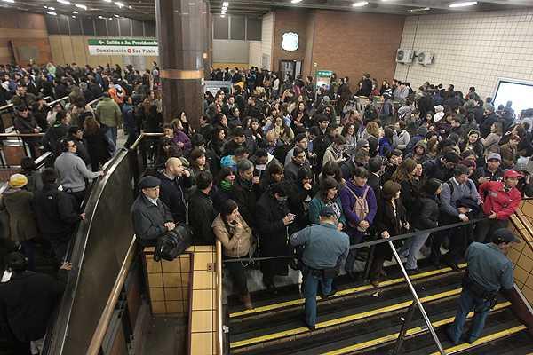 Metro pide renuncia al gerente de mantenimiento y anuncia auditoría tras fallas en la red