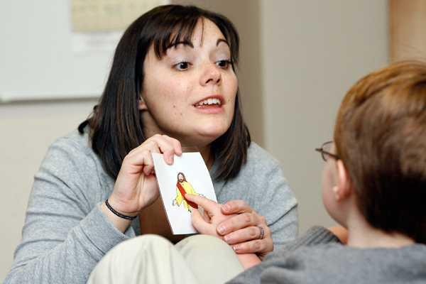 Científicos ensayan tratamiento para curar ciertos síntomas de autismo