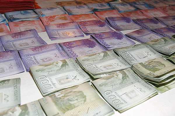 INE: Ingreso laboral medio mensual de los chilenos fue de $454.031 en 2013